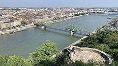 Pénzosztásba kezd Budapest, segítséget kaphatnak a taxisok is