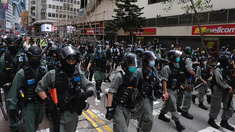 Elítéltek hét embert Hongkongban, mert rátámadtak a kormányellenes tüntetőkre
