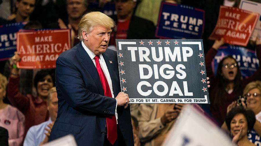 Donald Trump kampánypl a szénért (2017)