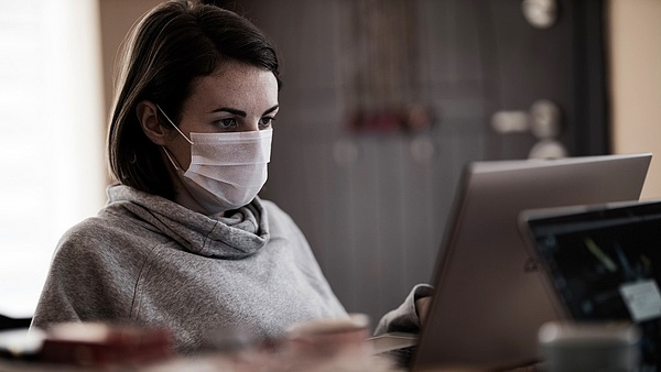 Terjed a járványszigor: újabb egyetemen kötelező a maszkviselés