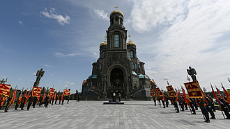 Hátat fordítanának a fiatalok Oroszország anyácskának