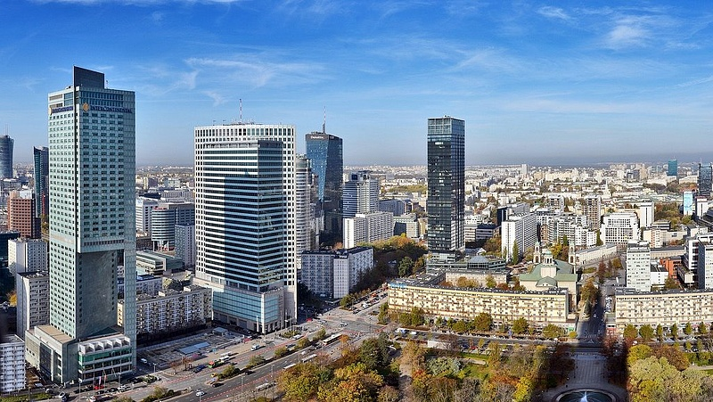 Bukásra áll a lengyel kormány a friss kutatások szerint