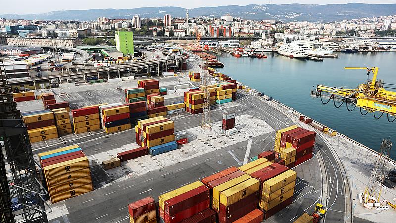 Hiába költöttek el 11,2 milliárd forintot, még nem az államé a kikötő