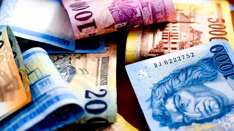 Megjött a bértámogatás egy kávézóhoz: fejenként havi 10 ezer forint