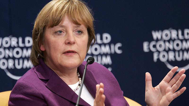 Merkel: átláthatóvá kell tenni, mi történik egy országban