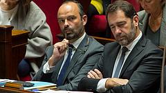 Macron célkeresztbe került - benyújtotta lemondását a francia kormány