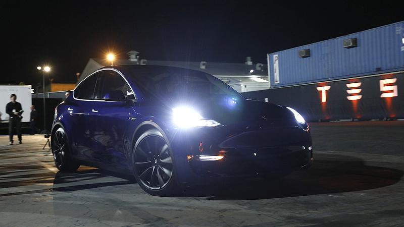 Szabotázs állította le a Tesla gyártását