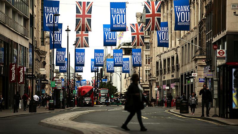 Soha nem látott mélyrepülésben a brit gazdaság