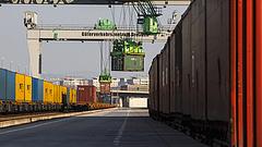 Ömlenek a kínai konténerek Záhonyba