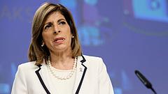 Uniós biztos: nem az EU és az oltóanyaggyártók közötti szerződéssel van a probléma
