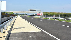 Jó hírt kaptak az autósok: elkészült az M4-es teljes Pest megyei szakasza