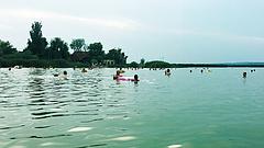 Újra lehet fürdeni a Velencei-tóban