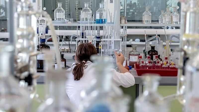 Koronavírus: már november végén kész lehet a vakcina