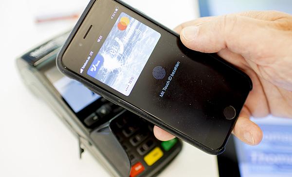 Az UniCredit ügyfelei sem maradnak ki most már a jóból: elindult az Apple Pay
