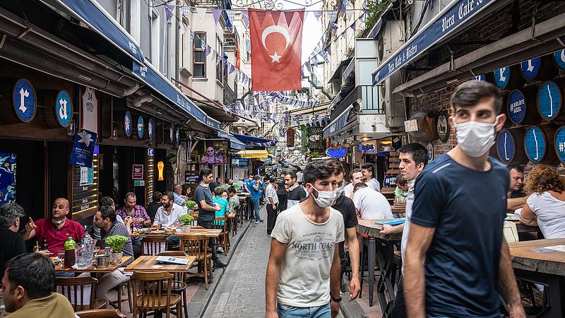 Törökországban lassulóban a járvány