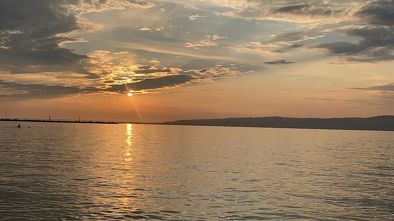 Elhalasztják a Balaton-átúszást