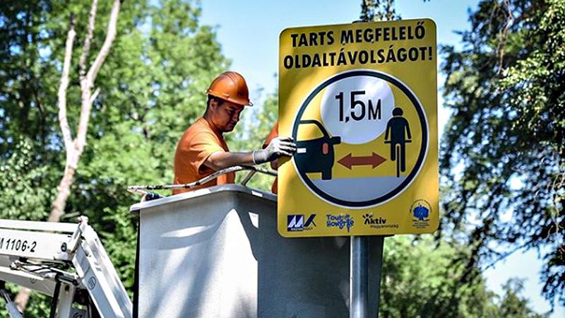 Új közlekedési táblákat helyeznek ki