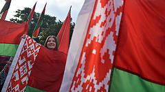 Fehérorosz tüntetők indultak el Minszk központja felé