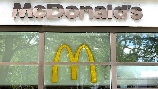 Eltűnhetnek az emberek a McDonald's autós egységeiből