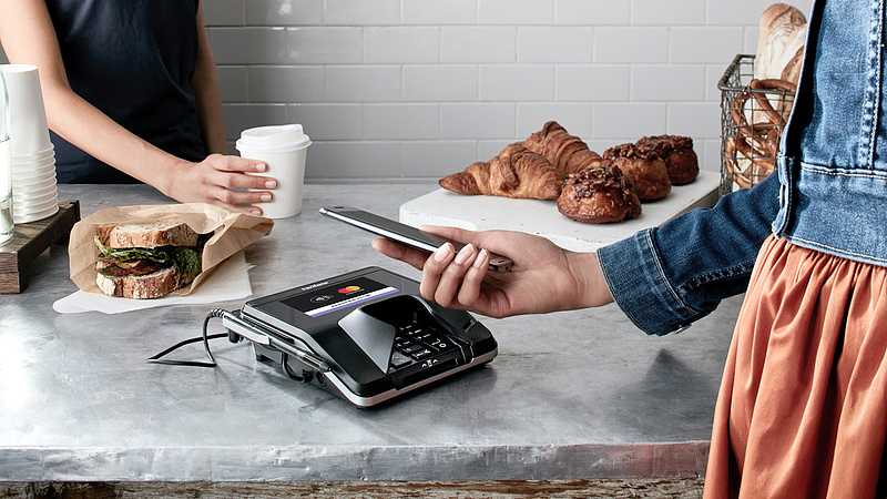 Forradalmi újítást terveznek januártól a fizetésekben: elfelejtheti a készpénzt