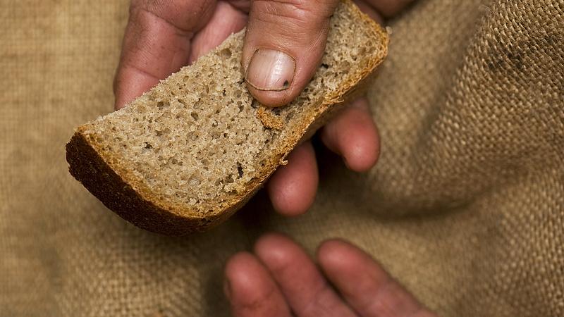 Drágul a kenyér, a szegények és a kisnyugdíjasok a fő vesztesek