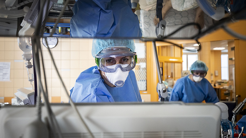 Koronavírus: 916 fővel emelkedett a beazonosított fertőzöttek száma Magyarországon
