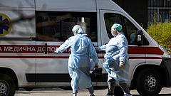 Annyira sok a beteg Ukrajnában, hogy lassan sportcsarnokokban kell őket elhelyezni