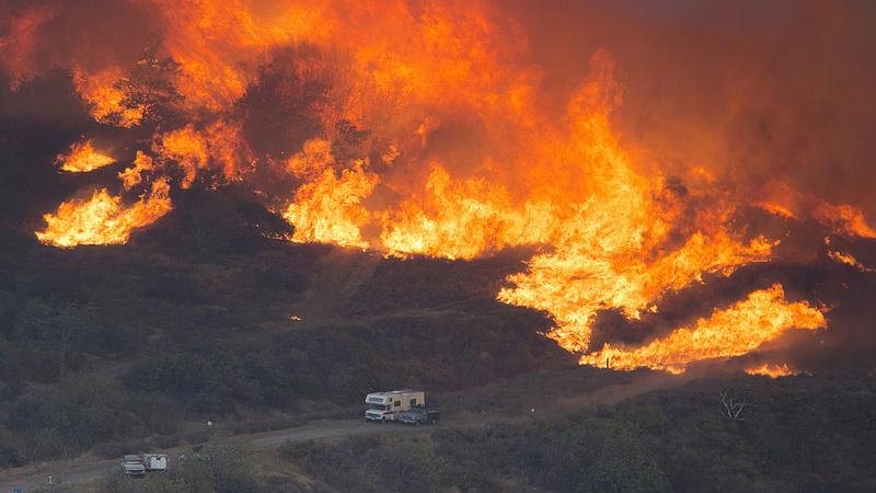 Újabb területeket kellett evakuálni a kaliforniai tűzvész miatt