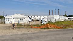 Eurómilliárdos beruházás és konténertáborban ragadt külföldiek Tiszaújvárosban