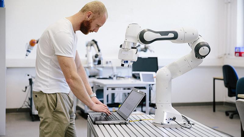 A Google anyavállalata ismét beszáll a robotikába
