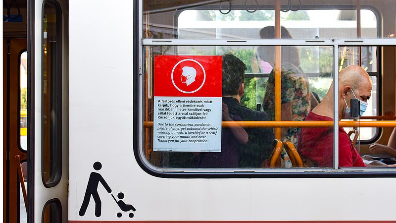Koronavírus: hétfőtől jönnek a nagy bírságok a vonatokon és a buszokon