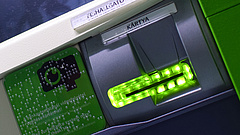 Változatos módszerekkel fosztják ki a pénzkiadó automatákat