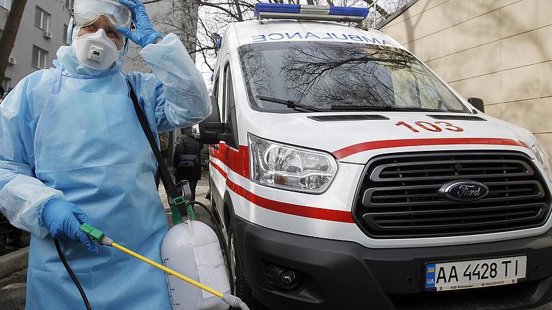 Koronavírus: több helyen kritikus a helyzet Ukrajnában, mobilkórházakat telepítene a kormány