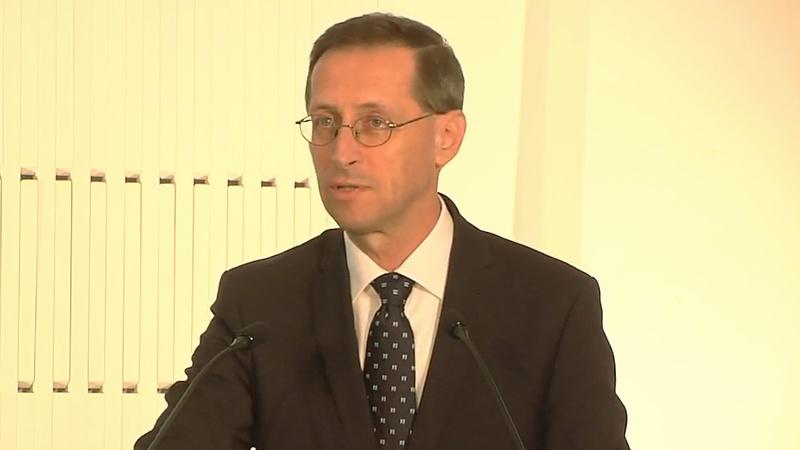 Varga Mihály: elhúzódik a válság, 6,4 százalékos recesszió lesz idén