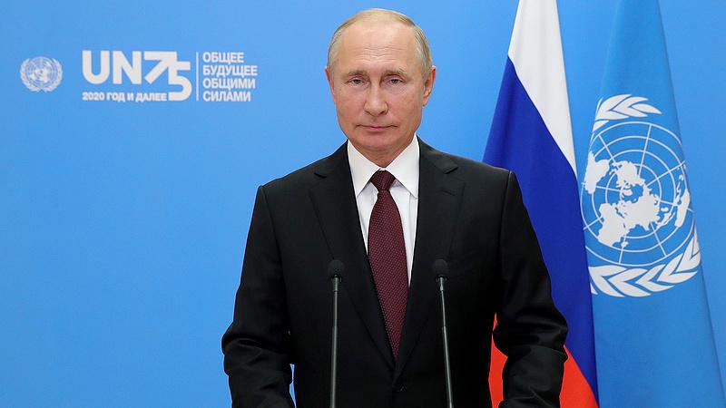 Putyin úgy védi Bident, hogy keresztbe is tesz neki