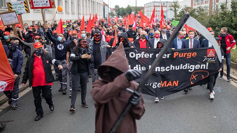 Háború kezdődött az autógyártásban, Magyarország sem ússza meg