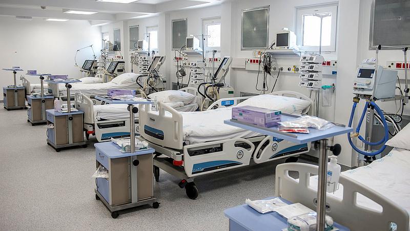 Még nem téliesítették, de már mennek a betegek a mobilkórházba