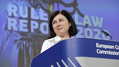 Vera Jourová elismerte az EU tehetetlenségét a Fidesz-médiával szemben