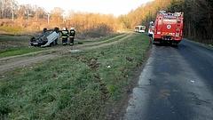 Begőzölt a sofőr: büntetőfékezés miatt fejre állt egy autó