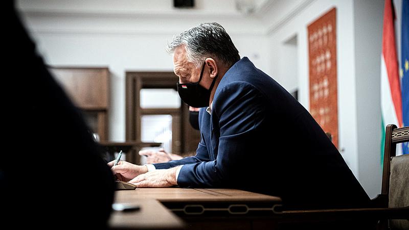 Orbán Sorosról és a pénteki járványadatokról beszélt - több mint 600-an vannak lélegeztetőgépen