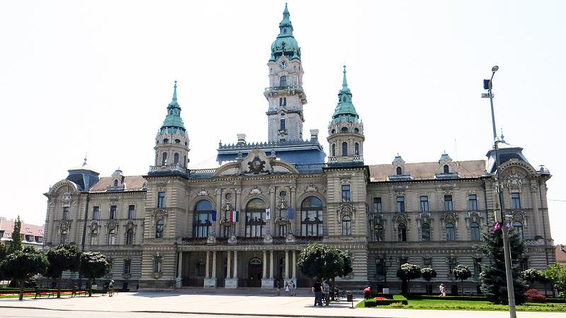Kistafírozzák Győrben a különös szerződésű termálfürdőt