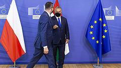 A lengyel kormány mögött nincs ott a nép az uniós harcban