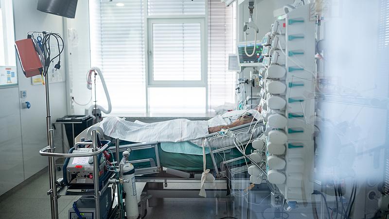 Koronavírus: 9 ember meghalt egy nap alatt, 84-en vannak lélegeztetőgépen
