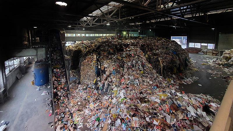 Áll a bál egy győri hulladékos cégnél, lépett polgármester