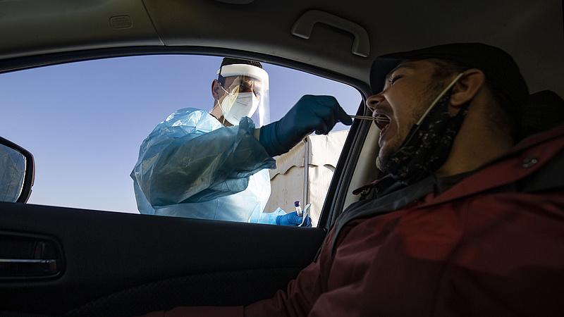 Koronavírus: több ezer kamionos vár tesztelésre Dovernél