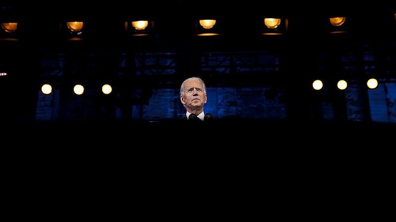 Nagy falnak mehet Biden nagy menetelése