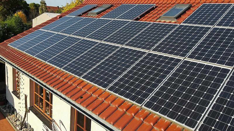 A napelemek hatékonysága átlépi a 30 százalékot, de felbukkant egy másik opció is