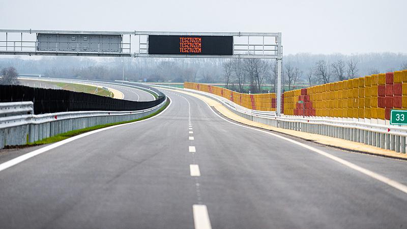 Nem számoltak ekkora forgalommal, drágul a Sopron melletti autópálya