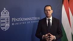 Varga Mihály örül a stagnáló minősítésnek