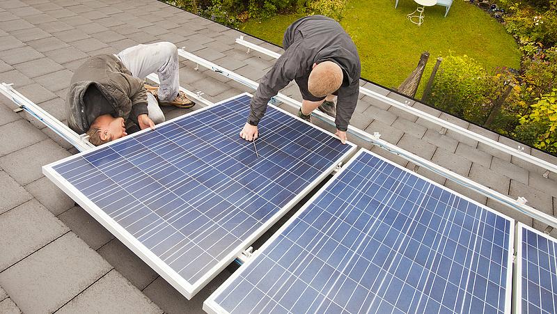 Még igazán jó idő sincs, de máris potyognak az új napenergiás rekordok